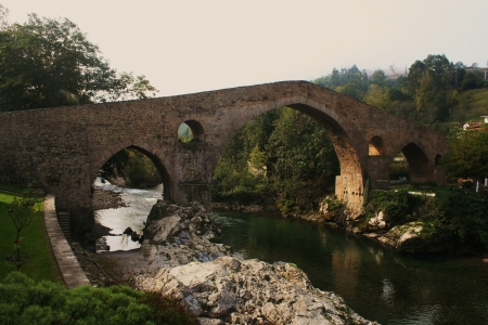 Roman Bridge, Cangas de Onis, river Sella, Asturias, Spain