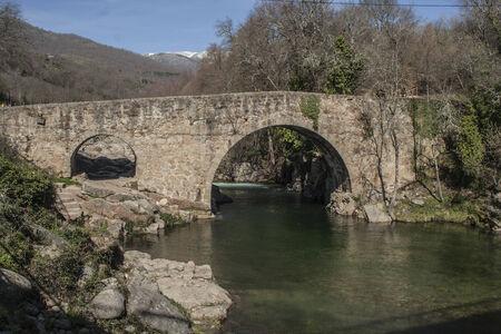 Pont romain Cuartos Losar de la Vera, Cáceres, Espagne Banque d'images - 26388360