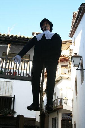 Mardi Gras, Villanueva de la Vera, Cáceres, Extrmadura, Espagne Peropalo est un symbole de liberté, de joie et de vie des forces de la reproduction de la nature, une célébration de la couleur et de grande beauté musicale, par exemple de l'identité d'un peuple debout Banque d'images - 26359715