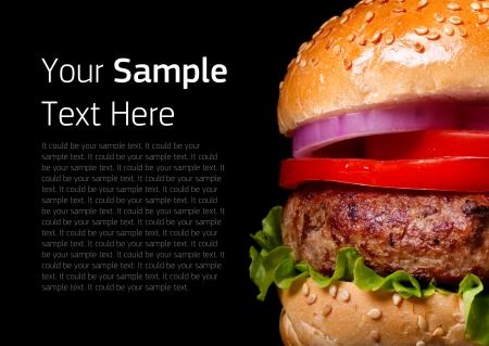 hamburguesa: Hamburguesa en fondo negro