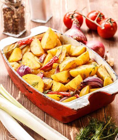 roast potatoes: Roast potatoes with fresh vegetables on the rustic