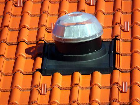 Solar tube for transporting light into house