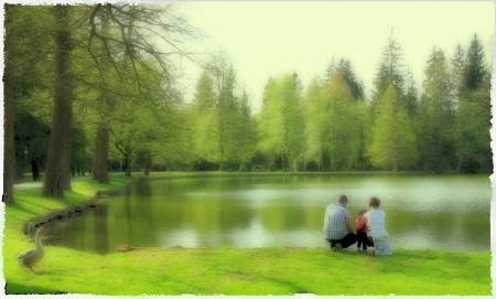 Šťastný familiy v parku Reklamní fotografie