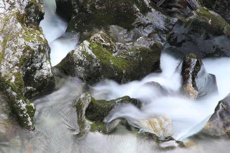 Schnelle Stromschnellen auf dem Fluss Lizenzfreie Bilder