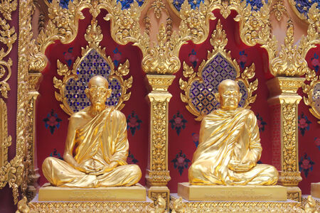 2 Buddha Statue is a beautiful golden temple builders