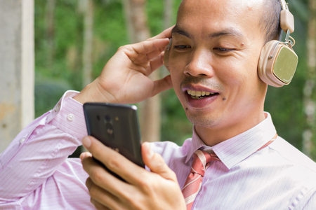 listening music on mobile phone