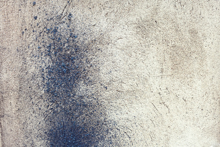 metal base: Inclusion of molten metal droplets in a concrete base