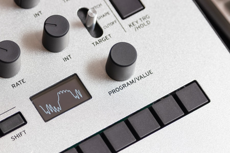 waveform showing on synthesizer display
