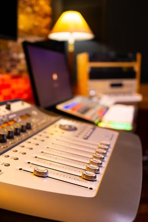 digital recording, editing, broadcasting studio concept Stockfoto