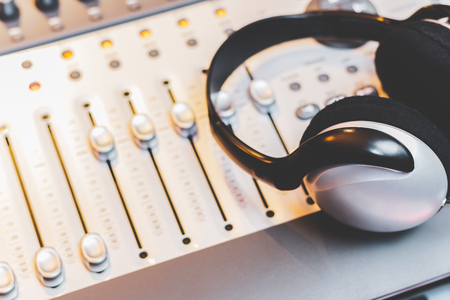 headphone on mixing console. music concept Stockfoto