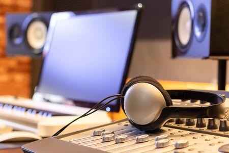 headphone on mixing console in recording studio Stockfoto