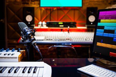 professional recording equipment in home recording studio Standard-Bild - 138449322