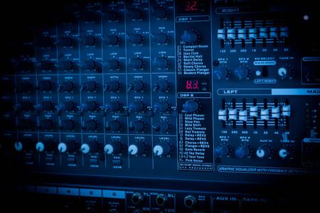 Mixer voor Controle van hoge kwaliteit audio en equalizer volume.