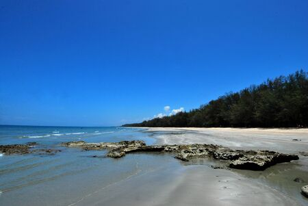 Thailand sand beach and pile tree mix with rock in foreground Stock fotó - 150292405