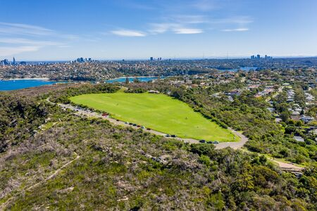 Aerial view on Tania Park ans Dobroyd Head, Sydney, Australia. View on Sydney harbourside suburb from above. Aerial view on Tania Park, Dobroyd Head and Sydney city in the background. 스톡 콘텐츠