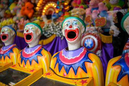 A row of laughing clown faces turning from side to side 스톡 콘텐츠