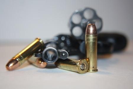 gatillo: .38 Pistola especial con balas de cañón y abrió listo para volver a cargar Foto de archivo
