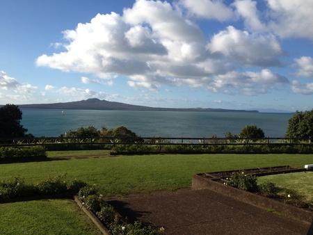 ニュージーランドのオークランドで地元の公園からの眺望。