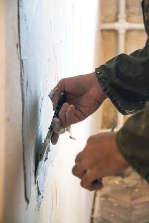 Man plastering wall Imagens
