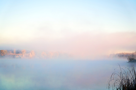 Morning fog on the lake in the frosty morning. Early winter, sunrise Imagens