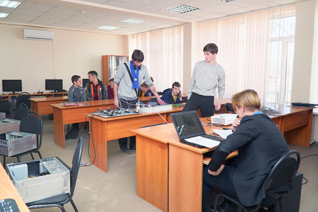 Chapaevsk, Samara region, Russia - April 17, 2019: Students connect wires control panel with a small test bench for experiments Redactioneel
