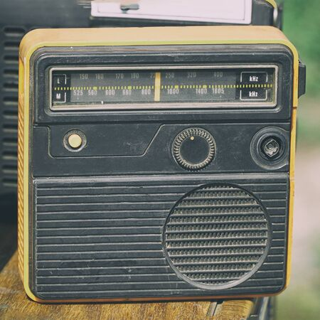 Old transistor radio. Old compact transistor receiver Imagens