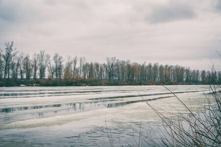 Spring ice drift and melting ice on the river. Spring flood on the river. High water. Spring landscape 版權商用圖片