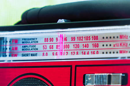 Old radio receiver with analog tuning scale Foto de archivo