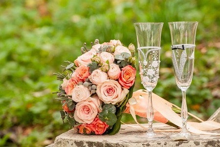 Bride and groom champagne glass with bouquet 스톡 콘텐츠
