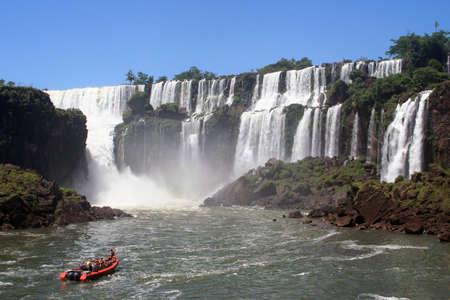 navigating between the iguazu falls
