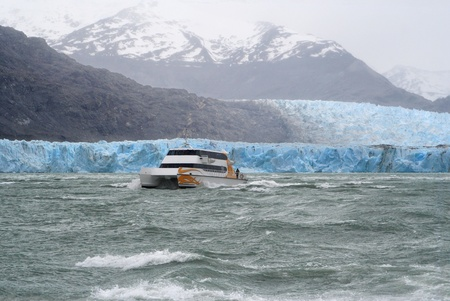 a ship is coming back from upsala glacier