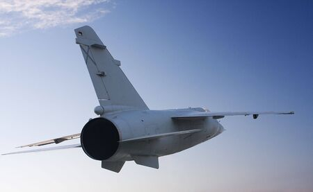 mirage: a fighter flying, seen from behind