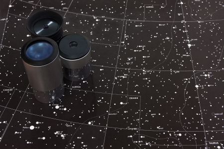 telescope oculars and a star map of gemini area Standard-Bild