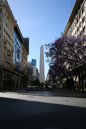 corrientes: BUENOS AIRES, ARGENTINA - NOVEMBER 12  Empty street in the city center in Buenos Aires, from where it can be seen the famous obelisk that is located in 9 de julio avenue, on November 12, 2006, in Buenos Aires, Argentina
