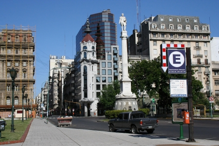 corrientes: BUENOS AIRES, ARGENTINA - NOVEMBER 12  Empty square named Lavalle, in the city center in Buenos Aires, where it can be seen a monument dedicated to the argentinian general Juan Lavalle, on November 12, 2006, in Buenos Aires, Argentina