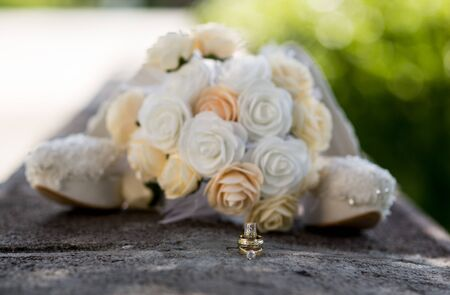 Wedding Rings and Bride Flowers, Marriage Icon 版權商用圖片 - 128706435