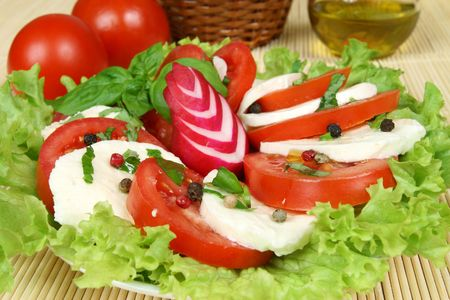 Caprese - Italian salad with tomatos, radish and mozarella cheese