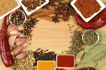 Specerijen, kruiden en groenten. Kleurrijke natuurlijke voedselingrediënten. Stockfoto