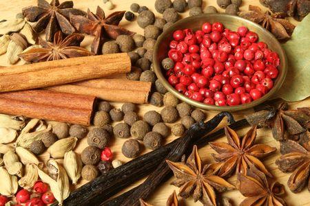 Diverse specerijen selectie. Voedselingrediënten en aromatische additieven. Natuurlijke gedroogde keuken elementen. Stockfoto