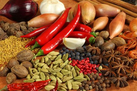 Kruiden en specerijen selectie. Aromatische ingrediënten en natuurlijke levensmiddelen additieven. Keuken elementen.  Stockfoto