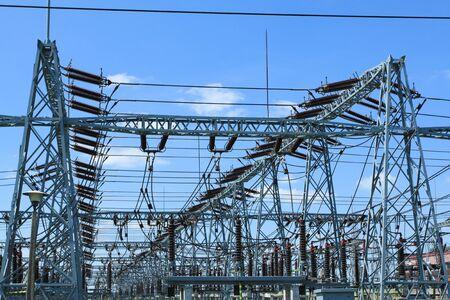 modern generation: Industria generaci�n de electricidad y energ�a en Polonia. Subestaci�n de transformaci�n de voltaje.  Foto de archivo