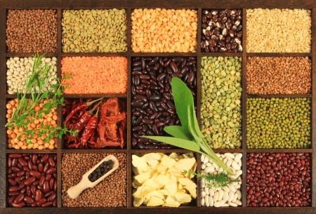 De keuze van de keuken. Koken ingrediënten. Bonen, erwten, linzen. Stockfoto