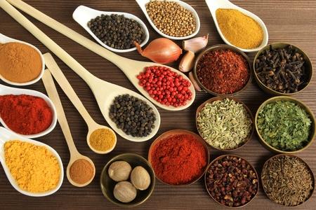 especias: Ingredientes de cocina colorido, hierbas y especias. Aditivos alimentarios.