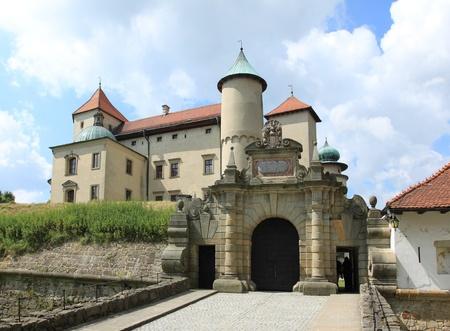 Hito en Polonia - el castillo de Nowy Wi?nicz (Pequeña Polonia - región de Malopolska). Foto de archivo - 10067274
