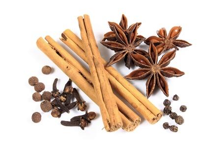 epices: Herbes et �pices - anis, cannelle et autres ingr�dients Banque d'images