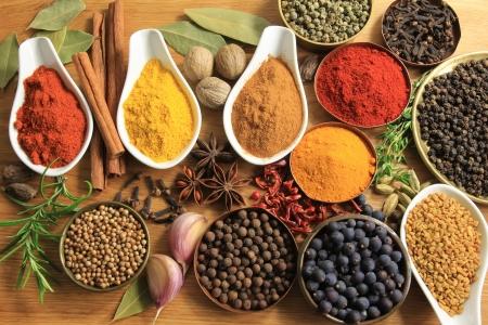 Verschillende kruiden selectie. Voedselingrediënten en aromatische toevoegingen.