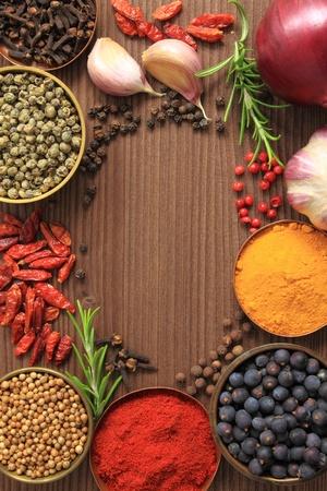 Diverse kruiden selectie. Voedselingrediënten en aromatische toevoegingen.