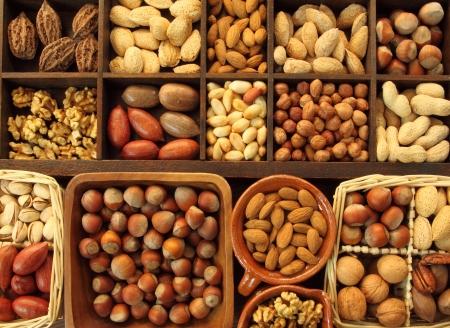 Rassen van noten: pinda's, hazelnoten, kastanjes, walnoten, pistache en anderen.