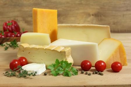 チーズ板 - ソフトとハードのチーズの様々 なタイプ。国際酪農料理。 写真素材