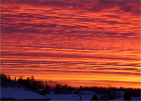 behind the scenes: Red morning sky with clouds before sunrise. Stock Photo